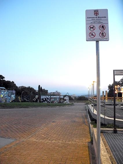 Divieto accesso cani_Terrazza dei popoli Macerata (1)