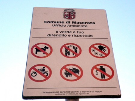 Divieto accesso cani_Terrazza dei popoli Macerata (6)