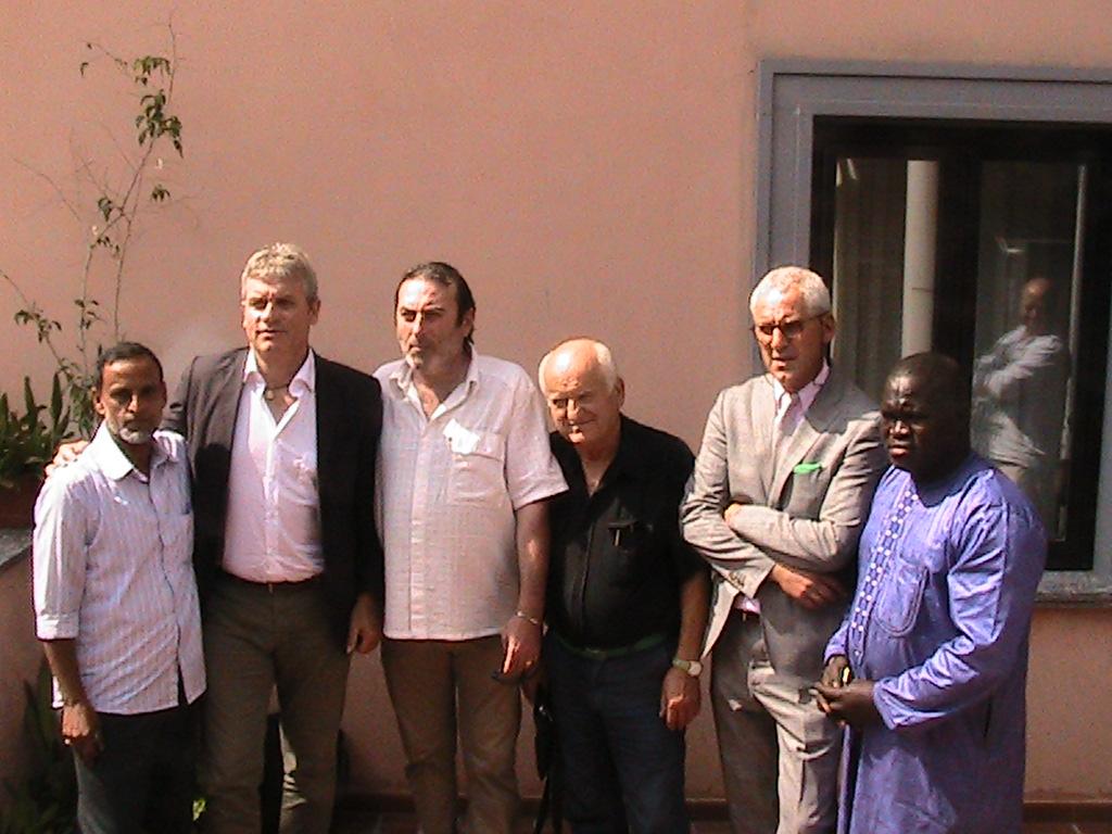 Da sinistra Mohamed Abu Bakhar, Luca Rodolfo Paolini, Luca Davide, uno degli attivisti della Lega, Zura Puntaroni e  Mustafà Diop