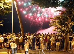 Tanta gente ieri sera lungo viale Leopardi per i fuochi d'artificio