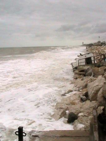 La spiaggia di Bebo's era teatro di feste notturne. Ora è stata divorata dal mare