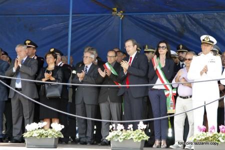 Le autorità civili e militari alla cerimonia