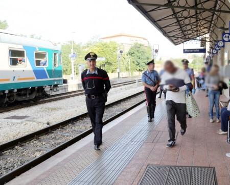 controlli passeggeri alla stazione (1)