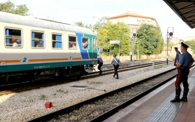 controlli passeggeri alla stazione (2)