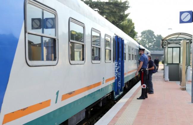 controlli passeggeri alla stazione (3)