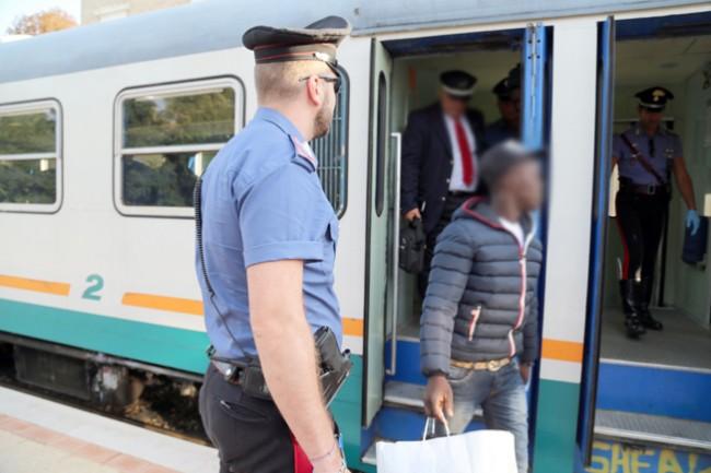 controlli passeggeri alla stazione (4)