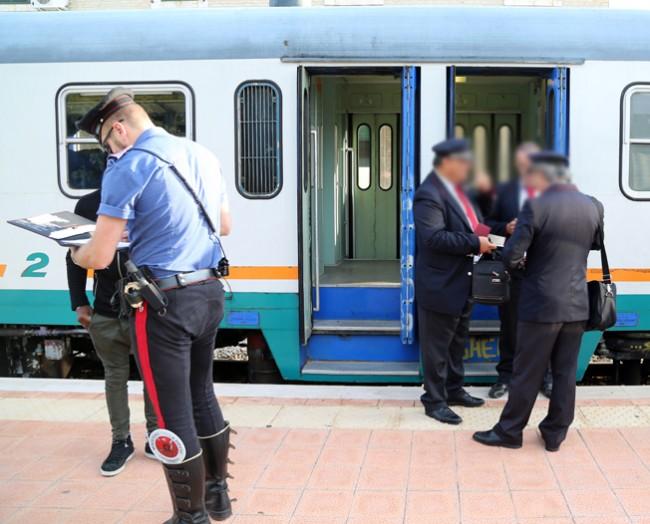 controlli passeggeri alla stazione (7)