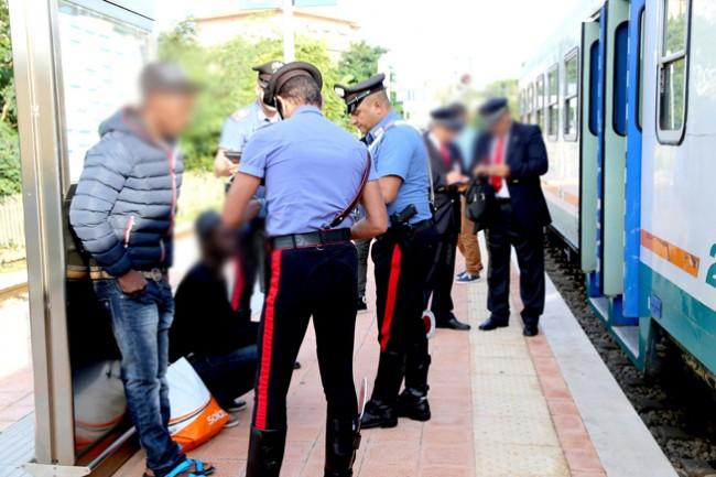 controlli passeggeri alla stazione (9)