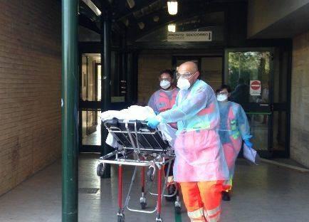 La paziente è stata trasferita all'ospedale di Torrette