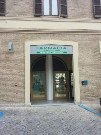 L'ingresso della nuova farmacia San Giuliano in via Armaroli 7