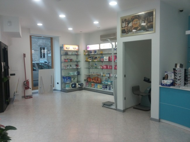 Vista interna della nuova farmacia San Giuliano
