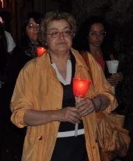 Il sindaco Luisella Tamagnini durante la fiaccolata per Sarchiè a Pioraco