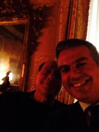 """Il """"selfie"""" di Bugaro con Berlusconi"""