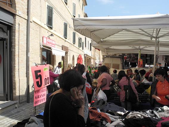 Commercianti Piazza Mazzini protesta (1)