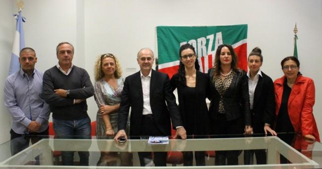 Il gruppo di Forza Italia di Civitanova. Al centro Remigio Ceroni tra Fernanda Recchi e Consuelo Fortuna