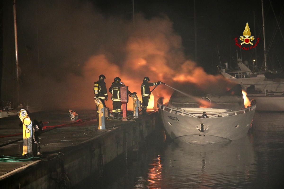 Incendio porto turistico Porto San Giorgio (1)