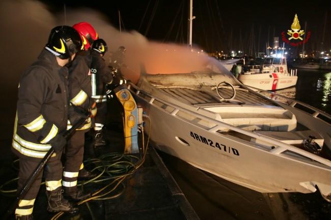 Incendio porto turistico Porto San Giorgio (3)