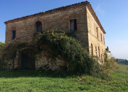 La chiesetta del Burchio risale al 1700. Gli investitori intendono restituirla al culto