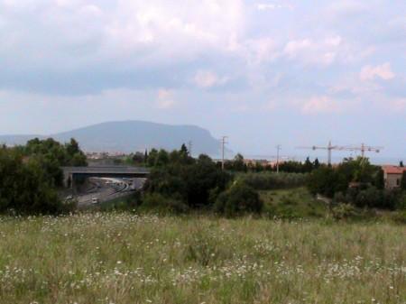La vista del Conero dalla particella 45, un pianoro-gemello rispetto a quello della villa romana del Burchio