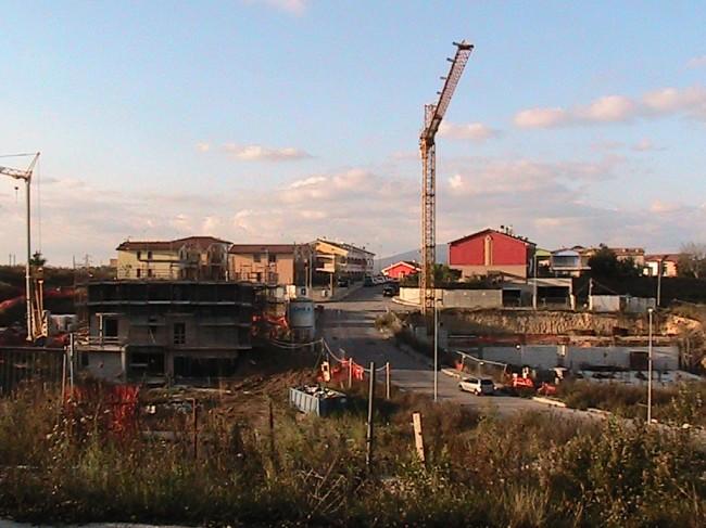 Lotti in costruzione a Montarice, appena sotto il colle del Burchio.