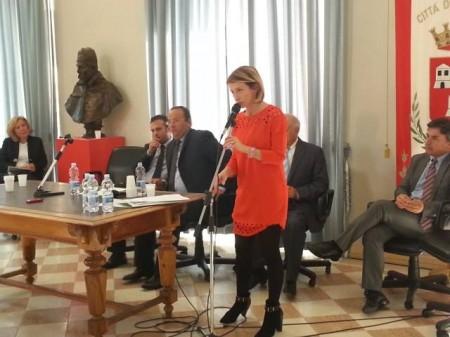 in primo piano l'assessore regionale Paola Giorgi