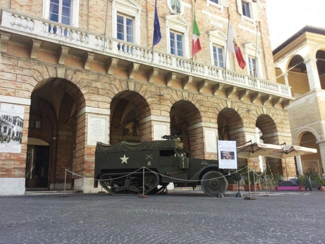 blindato in piazza (4)