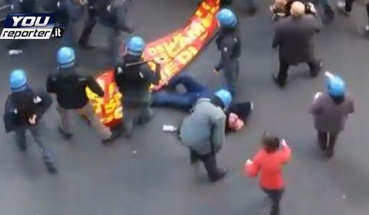 Il sindacalista Gianni Venturi a terra dopo aver ricevuto diversi colpi di manganello durante una carica della polizia nella manifestazione a Roma