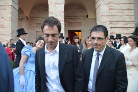 Elio Germano con il sindaco di Recanati Francesco Fiordomo
