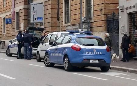 I passanti che hanno assistito alla scena in corso Cavour