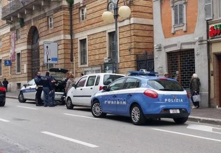 La polizia identifica i proprietari dei due cani in corso Cavour