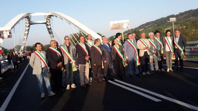 I sindaci della provincia sul ponte