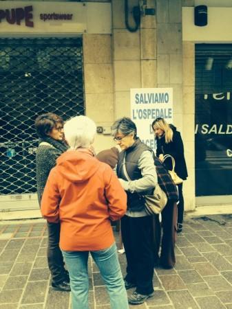 La raccolta firme in corso Cavour