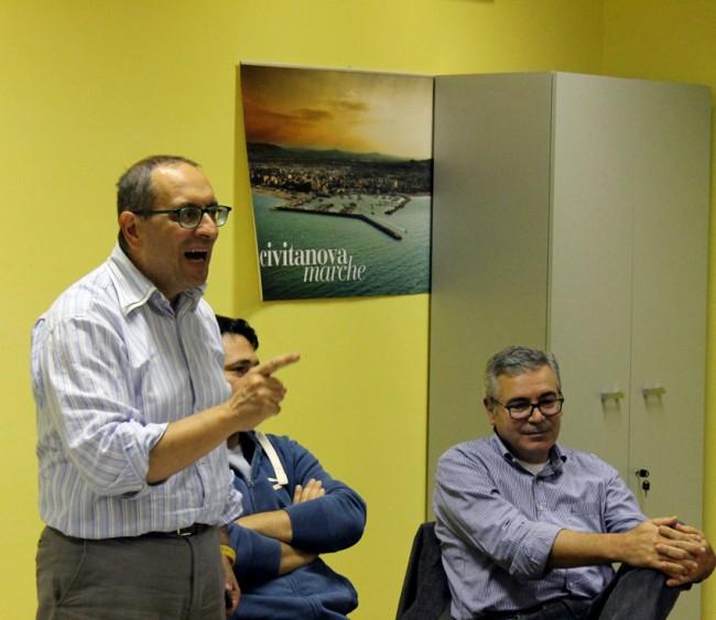 Il sindaco Tommaso Corvatta durante l'assemblea di ieri sera