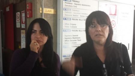 Da sinistra Jennifer Sarchiè e Ave Palestini, che questa mattina erano al tribunale di Macerata dove hanno incontrato il procuratore Giovanni Giorgio