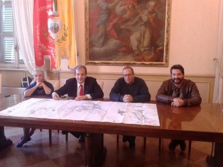 Da sinistra l'assessore Cristiana Cecchetti, Ivo Costamagna, il sindaco Tommaso Corvatta e l'assessore Marco Poeta