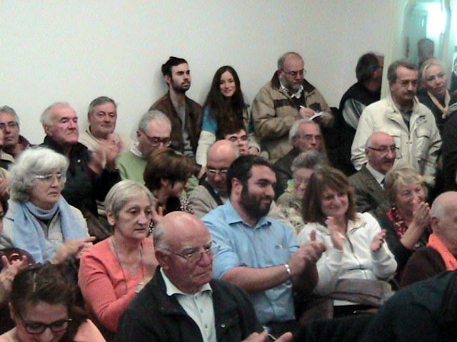 Applausi alla Montali dai supporter del No.
