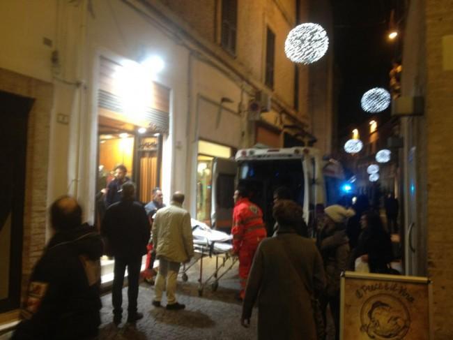 I soccorsi sanitari al commerciante Aldo Di Pietro