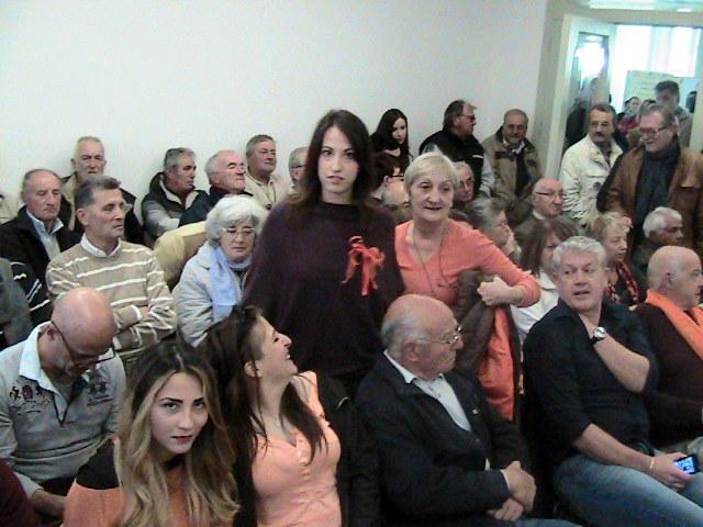 I supporter del No al resort vestono arancione
