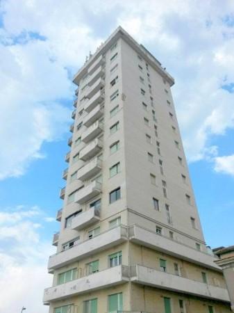 Il grattacielo Bianchi sorge intorno al 1970, primo esempio di cementificazione impattante