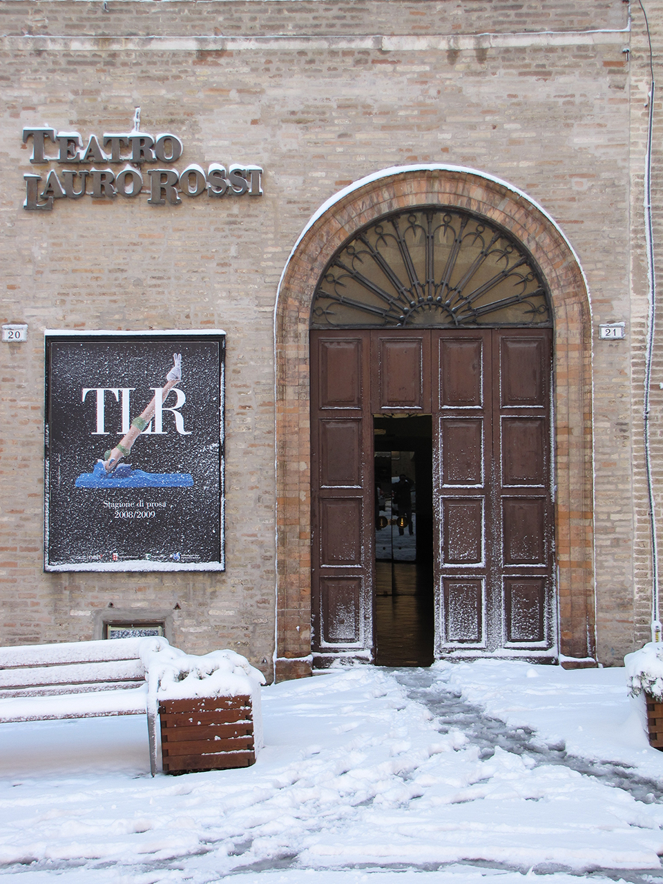 Ingresso teatro Lauro Rossi