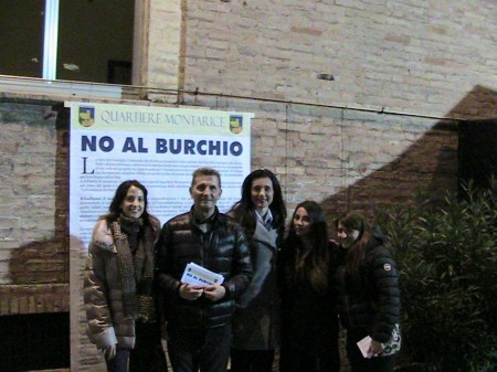 La-sindaco-Montali-con-Carlo-Reboli-del-Quartiere-Montarice-e-alcune-sostenitrici.