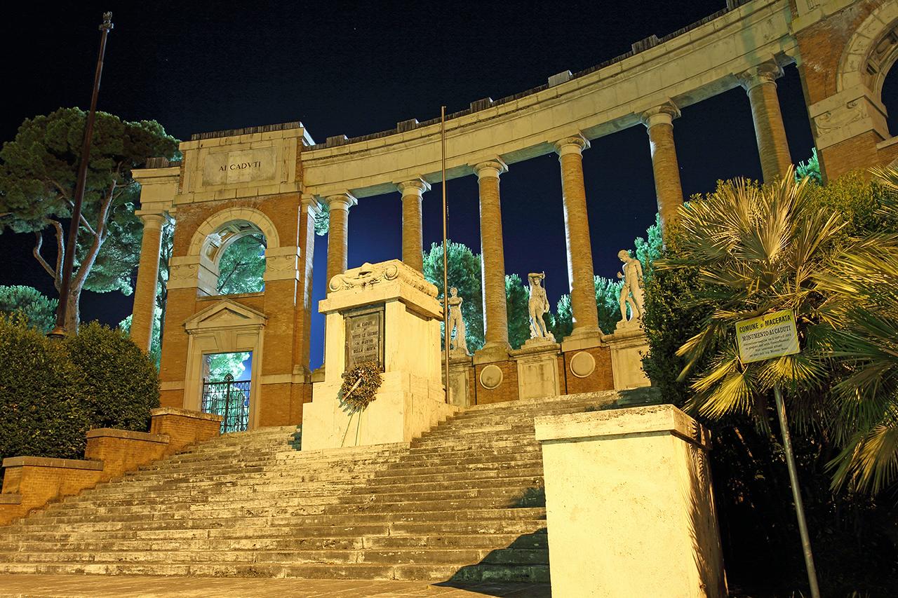 Monumento ai caduti (piazza della vittoria)