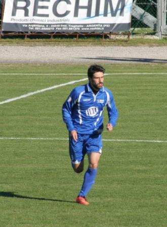L'attaccante del Matelica Cristian Pazzi