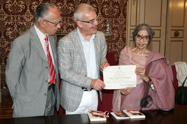 Mario Pianesi con Tara Ghandi e il sindaco Romano Carancini