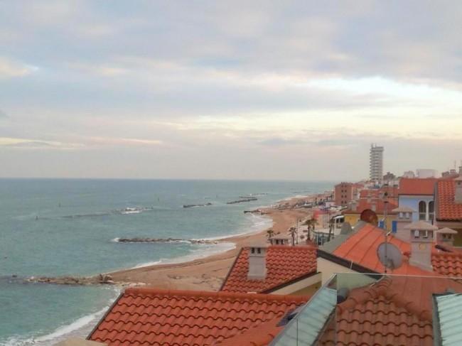 Una-vista-del-quartiere-Zeus-dal-tetto-dellhotel-Life.