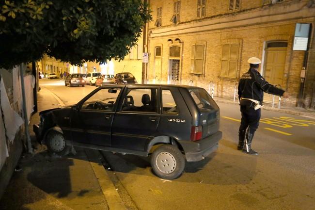 auto contro muro (2)