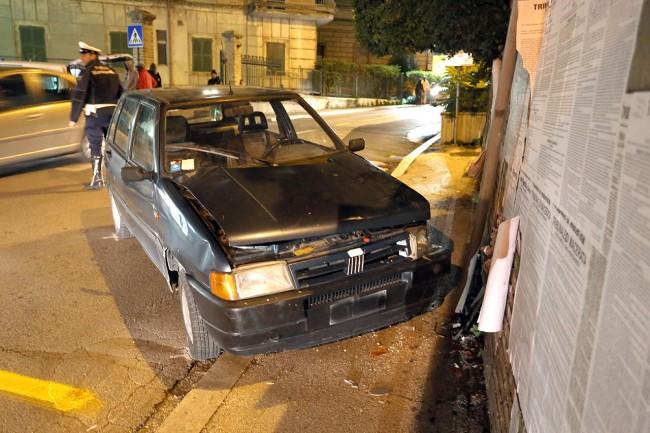 auto contro muro (3)