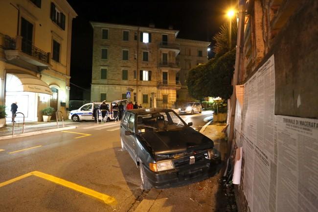 auto contro muro (4)