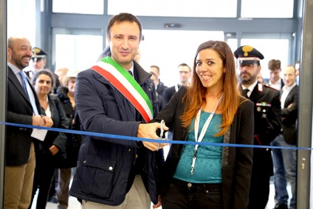 Il taglio del nastro con il sindaco Leonardo Catena e la direttrice Susanna Brizzi