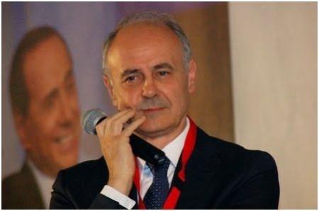 Il senatore Remigio Ceroni
